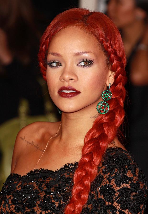 Rihanna con la treccia