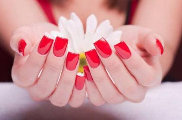 Come rimuovere lo smalto per unghie senza sprechi