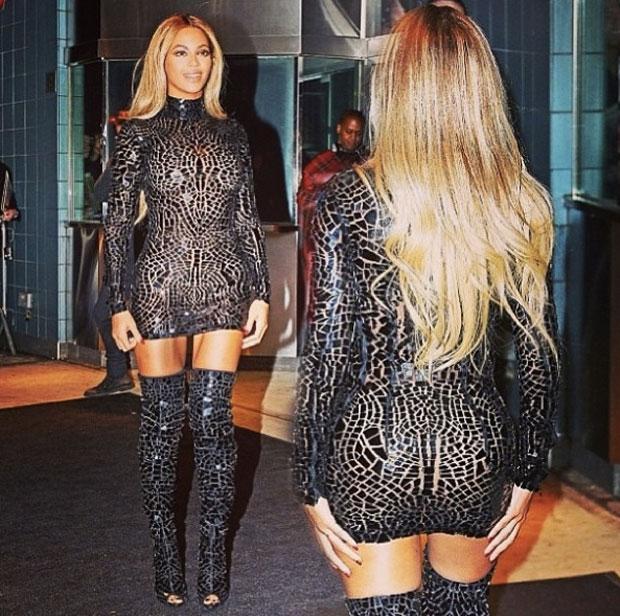 Beyonce-indossa-un-abito-di-Tom-Ford