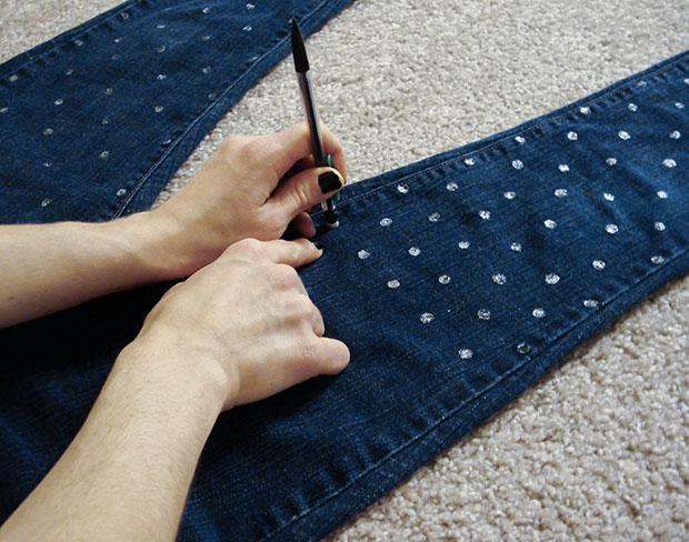 Jeans-fai-da-te-con-pois-in-vernice-acrilica